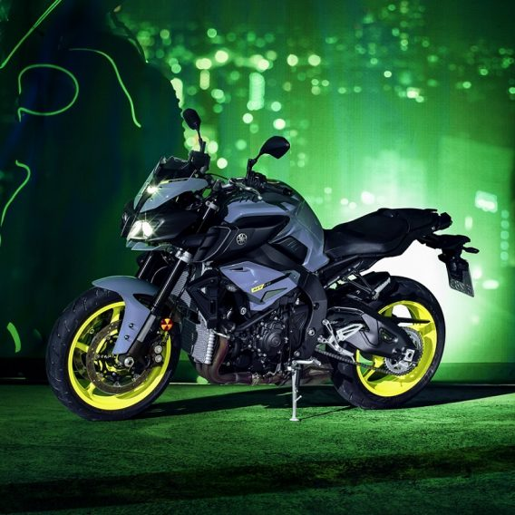 2017-Yamaha-MT-10-EU-Night-Fluo-Static-006